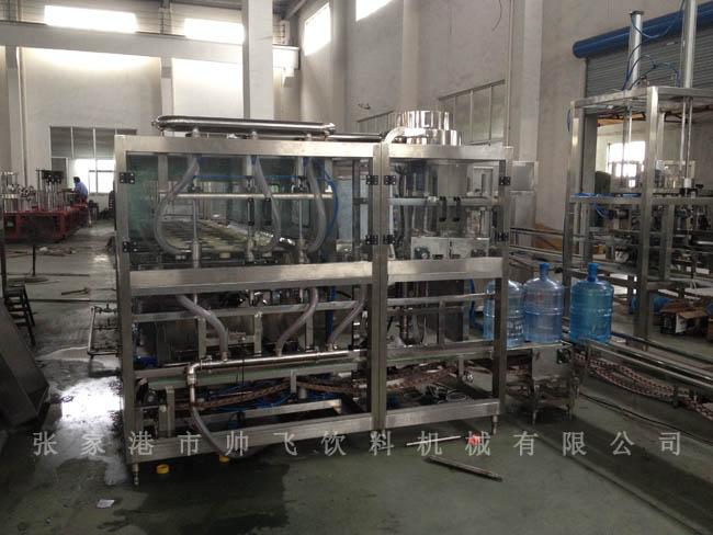 桶装水灌装机是整条全自动桶装水生产线的核心设备